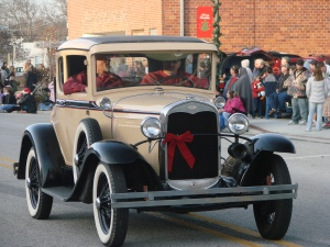 I love the antique cars in these small town parades!